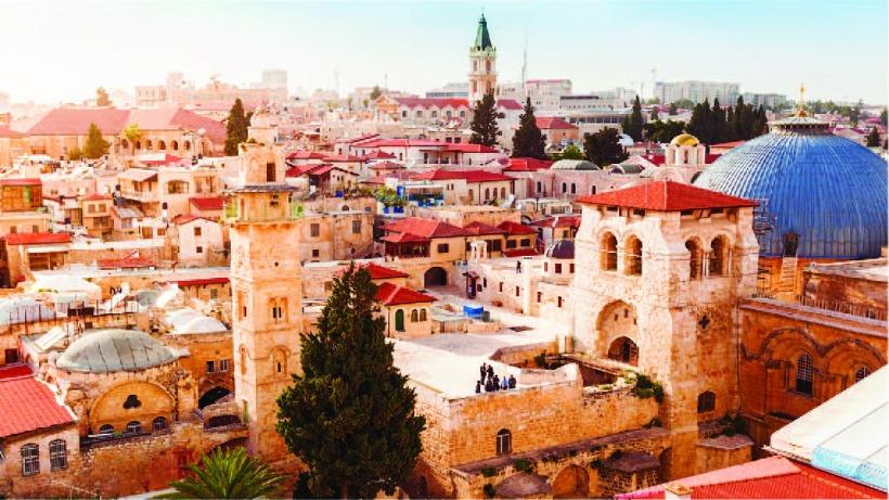 מבט חדש ומקיף על הגאוגרפיה, ההיסטוריה, החברה והתרבות של אחת הערים המרתקות בעולם - בחצר האחורית שלנו